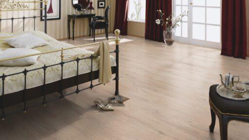 LA09 - ter Hürne Oak Light Beige Laminate Plank - Bedroom