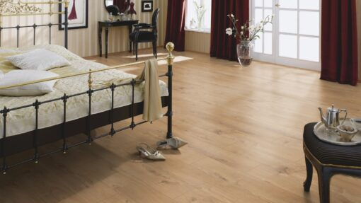 LB07 - ter Hürne Oak Gold Brown Laminate Plank - Bedroom