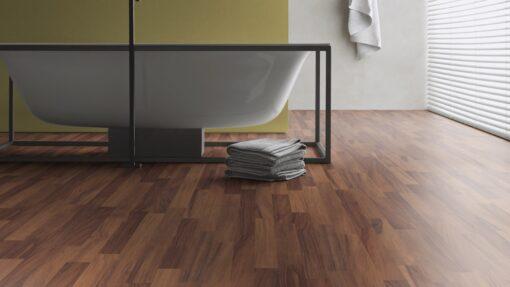 LD08a - ter Hürne Walnut Contrast Brown Laminate 3-Strip - Bathroom