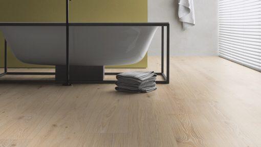 LT06 - ter Hürne Oak Studio Laminate Wide Plank - Bathroom