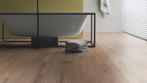 LT10 - ter Hürne Oak Whisky Lounge Laminate Wide Plank - Bathroom