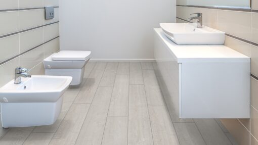 LA01 - ter Hürne Oak White Grey Laminate Wide Plank - Bathroom