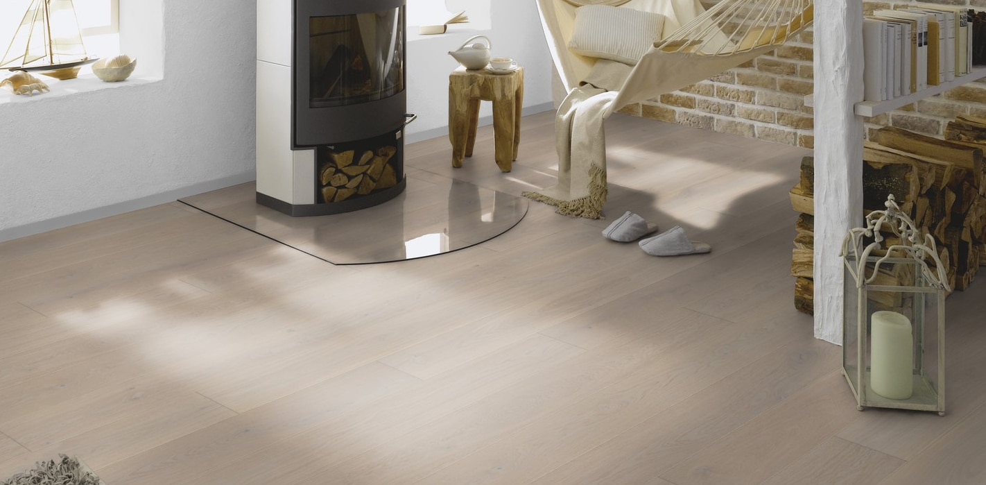 Silver Clamshell Lacquered Click System Oak Wood Flooring