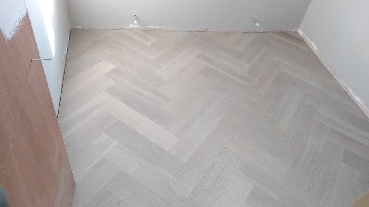 White Oiled Engineered Oak Herringbone, White Herringbone Laminate Flooring